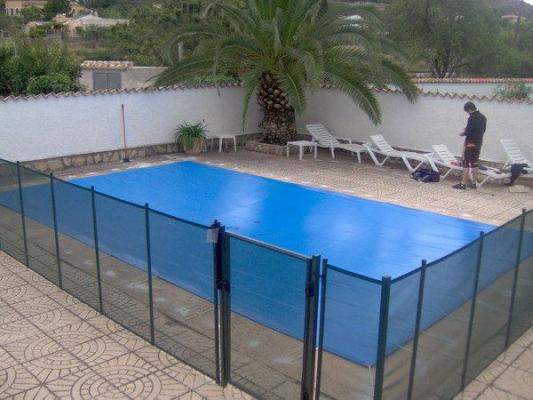 Seguridad de piscinas 29528 for Lonas cubre piscinas