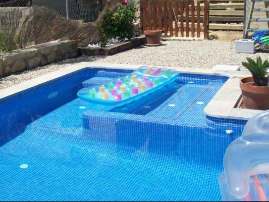 Cat logo de piscinas de obra con jacuzzi integrado for Escaleras de piscinas baratas